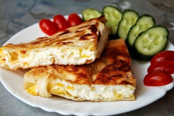 Сырная яичница в лаваше из серии завтраки рецепты