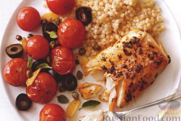 Треска, запечённая с помидорами и маслинами, с птитимом