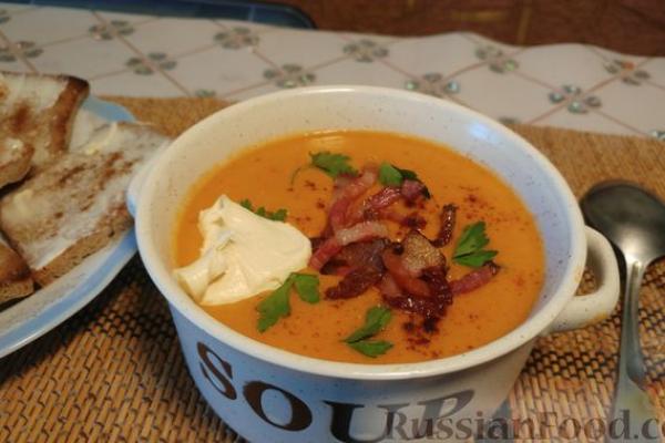 Суп-пюре из чечевицы и помидоров, с копчёным беконом