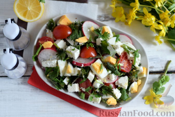 Весенний салат с крапивой и овощами