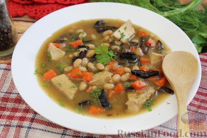 Фасолевый суп с курицей и черносливом