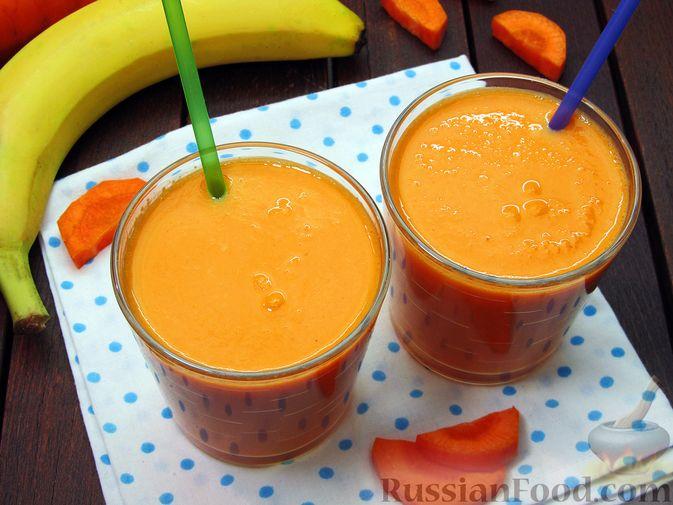 Морковно-банановый смузи с кефиром и яблочным соком