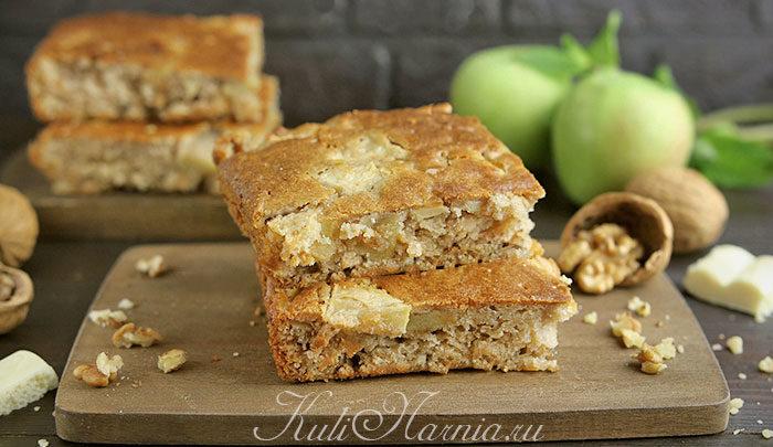Блонди с орехами и яблоками