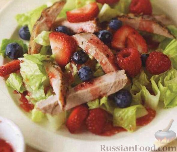 Ягодный салат с мясом