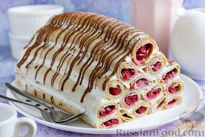 Блинный торт со сметанным кремом и вишней