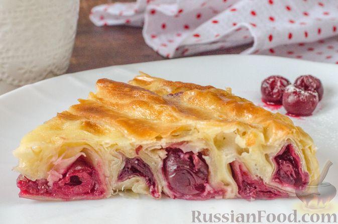Пирог из теста фило с вишней в яично-сливочной заливке