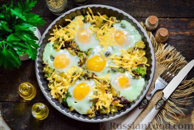 Запечённый картофель с брокколи, яичницей и сыром