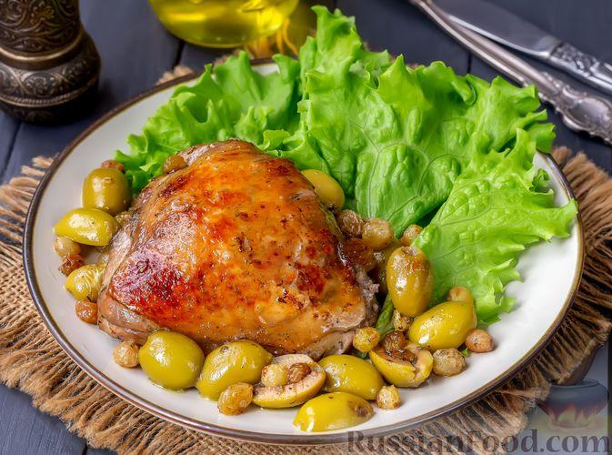 Курица, запечённая с оливками и изюмом