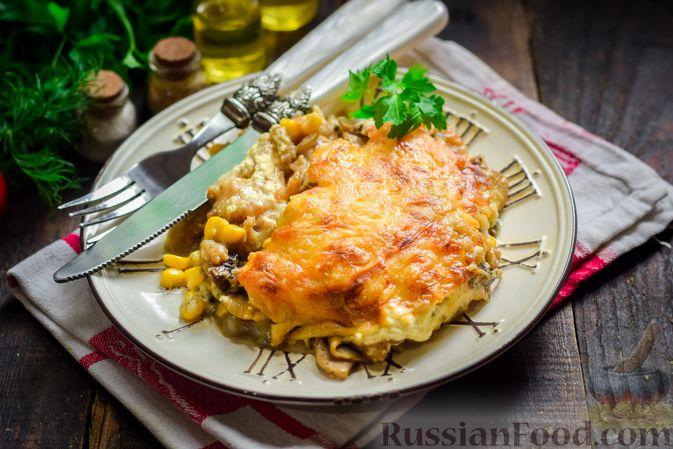 Рыба, запечённая с грибами, луком и кукурузой