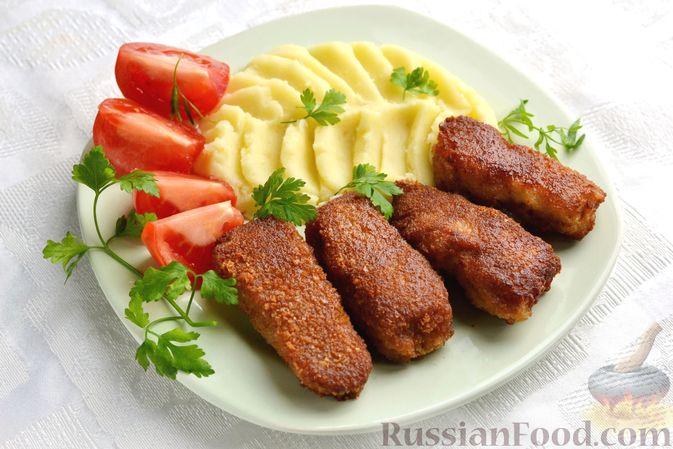Рыбные палочки в панировочных сухарях и льезоне с соевым соусом