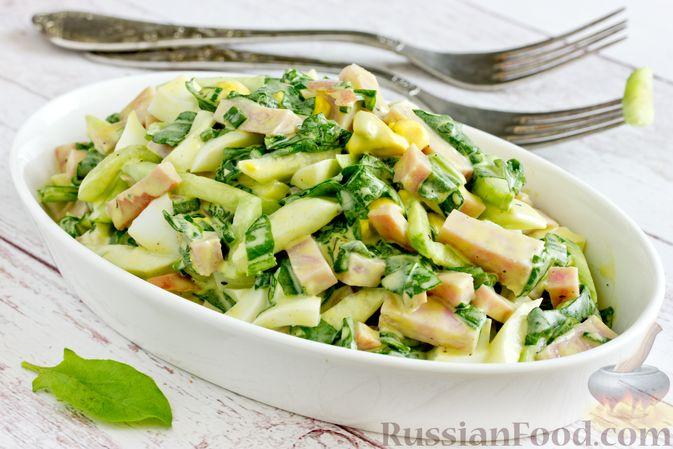 Салат из шпината с ветчиной, огурцами и яйцами