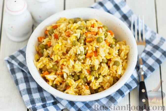 Рис с морковью и консервированным горошком