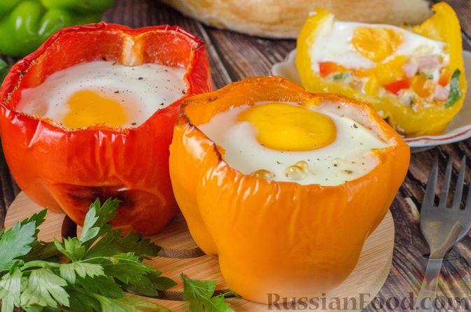 Яичница-глазунья в перце, с сыром, ветчиной и луком (в духовке)
