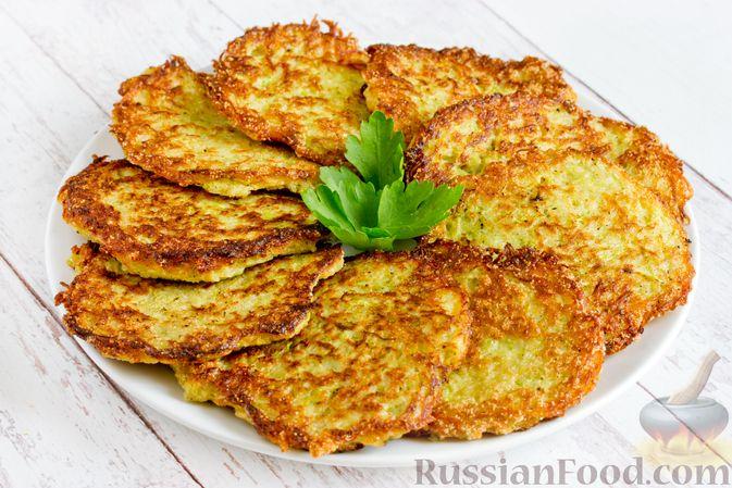 Картофельные драники с манкой, яблоком и кабачком