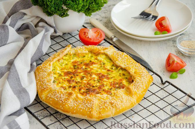 Открытый пирог с сыром и варёными яйцами