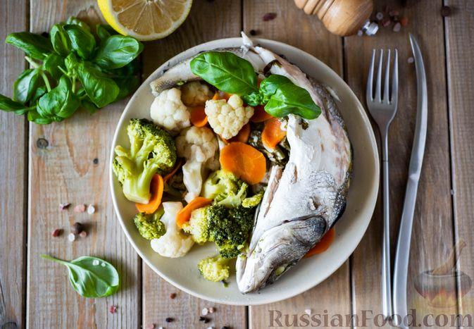 Сибас с цветной капустой, брокколи и морковью (на пару)