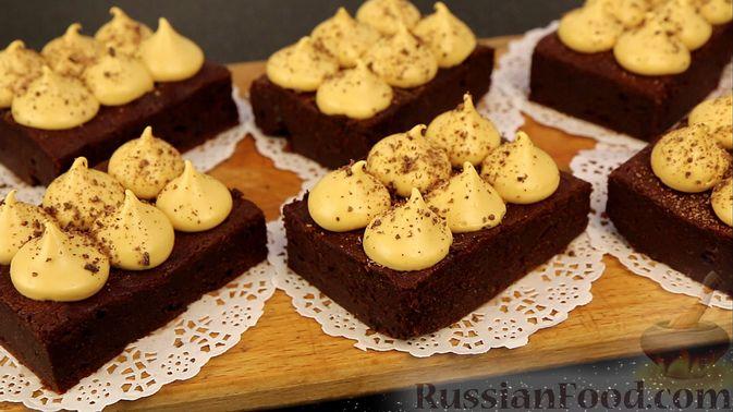 Шоколадный брауни со сливочно-карамельным кремом