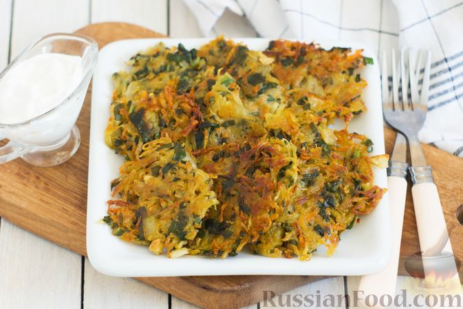 Картофельные драники со шпинатом и морковью