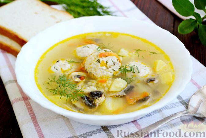 Суп с куриными фрикадельками, шампиньонами и пшеном