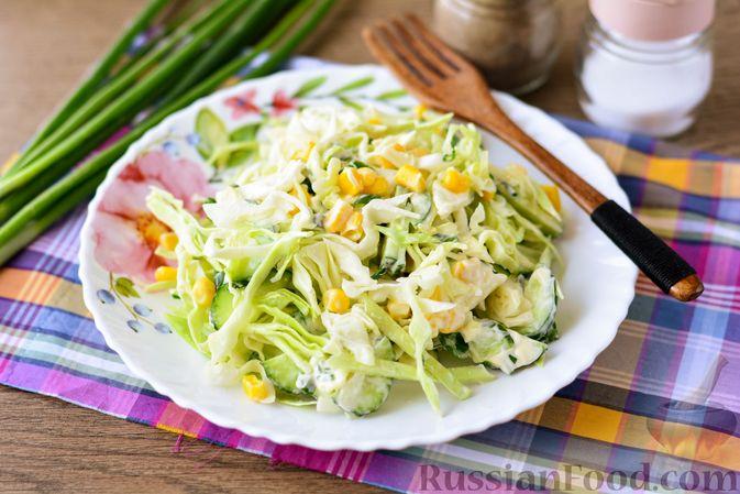 Салат из молодой капусты с огурцами и кукурузой