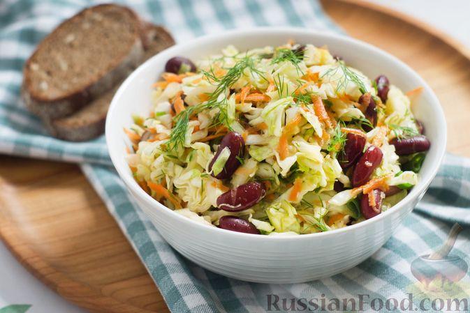 Салат из капусты с консервированной фасолью и морковью
