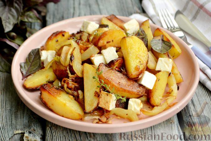 Жареная молодая картошка с фетой, сладким перцем и луком-пореем