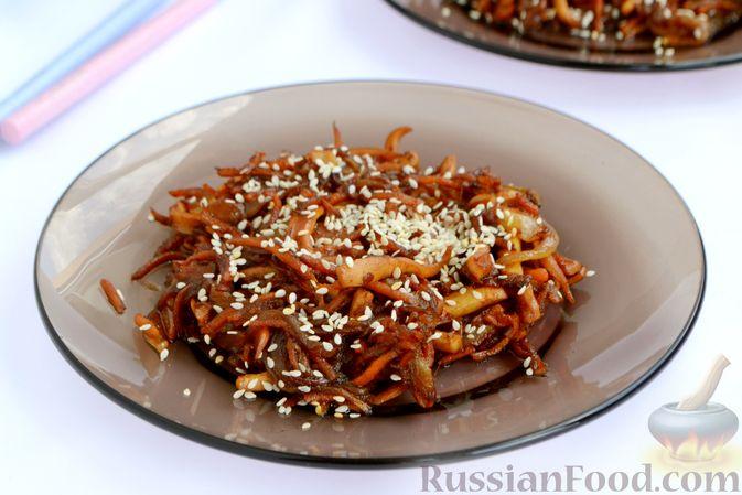 Салат из кальмаров с жареным луком и морковью
