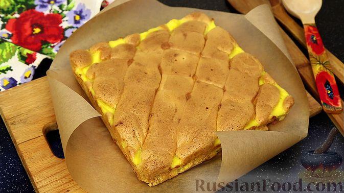 Бисквитный пирог с клубникой и заварным кремом