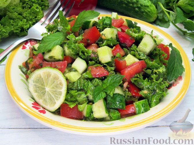 Салат из огурцов и помидоров, с мятой и лаймом