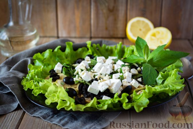 Салат из кабачков с фетой, мятой и маслинами