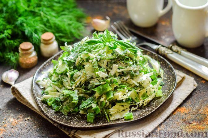 Салат из молодой капусты с огурцами и шпинатом