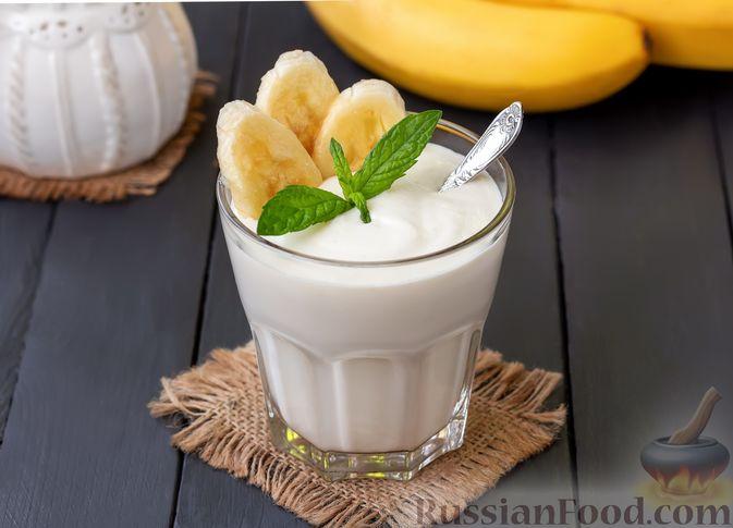 Творожный смузи с кефиром, бананом и мёдом