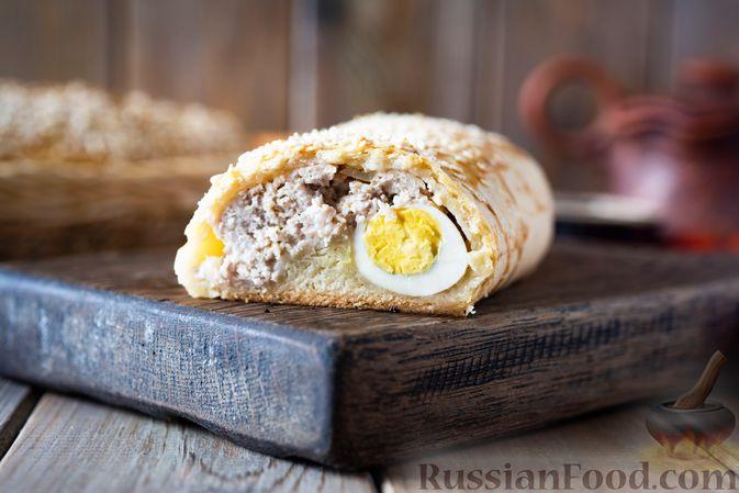 Песочные пироги с мясом, помидорами и перепелиными яйцами