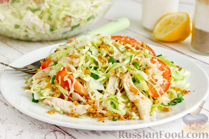 Салат из молодой капусты с курицей, помидорами и горчичной заправкой