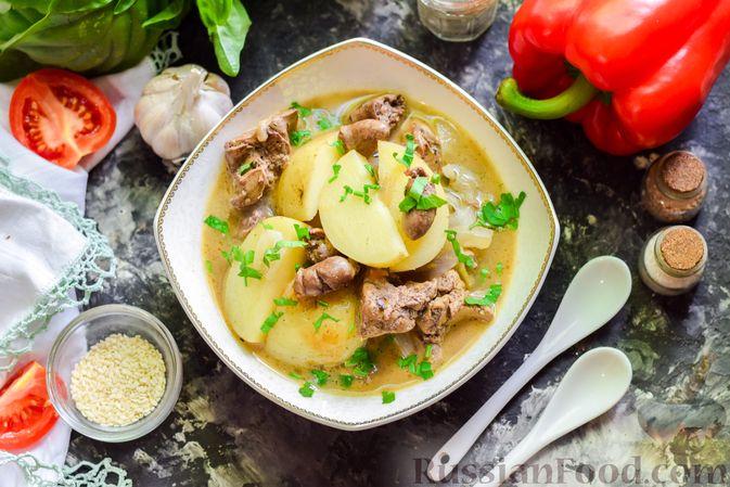 Картофель, тушенный с куриными сердечками и печенью