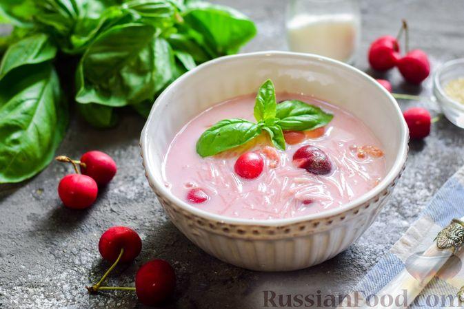 Сладкий суп с черешней, сметаной и макаронами