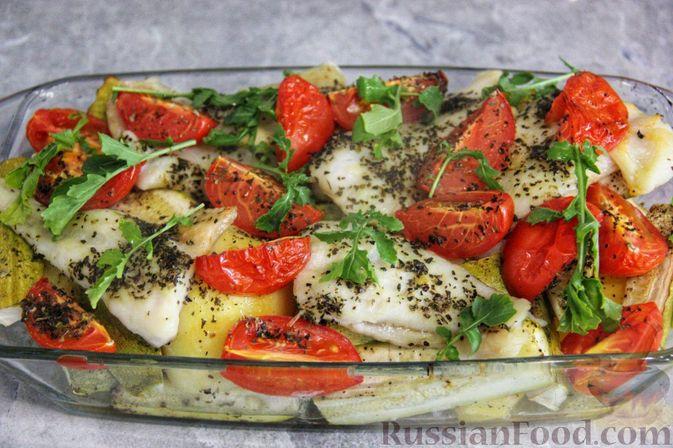 Рыба, запечённая с молодой картошкой, кабачками и помидорами