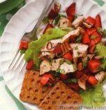 Куриный салат с клубникой