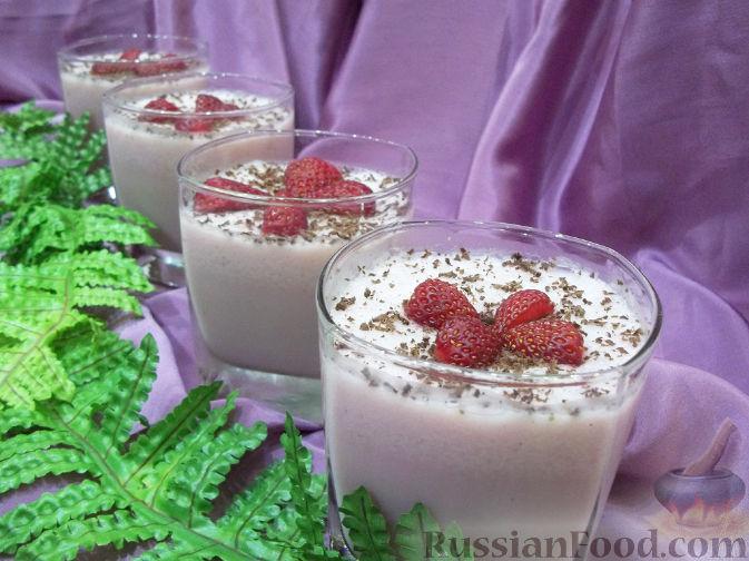 Молочное желе с клубникой и мороженым