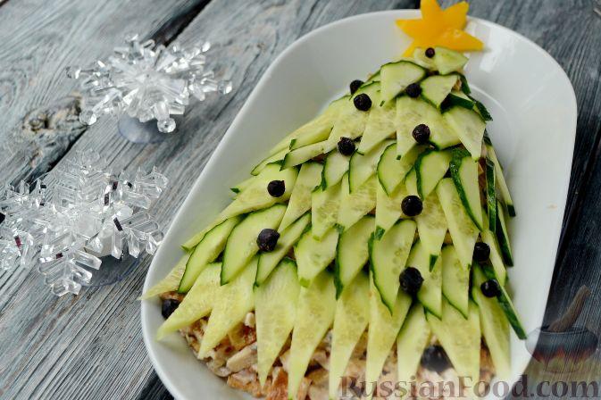 """Новогодний салат """"Ёлочка"""" с курицей, грибами и яичными блинами"""