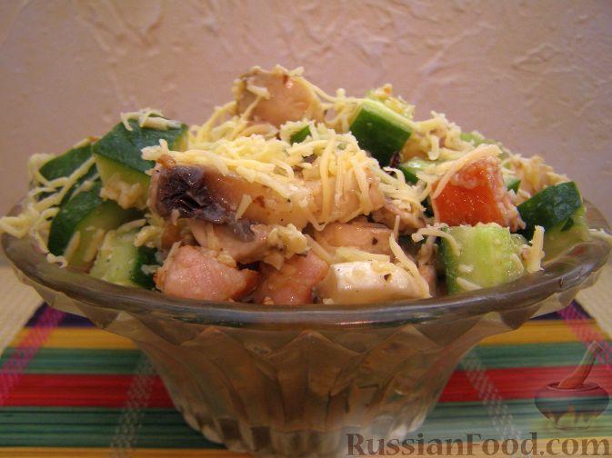 Салат с копченым мясом и орехами