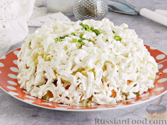 Слоеный овощной салат с плавленым сыром и яйцом