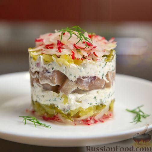 Слоёный салат с сельдью и сметаной