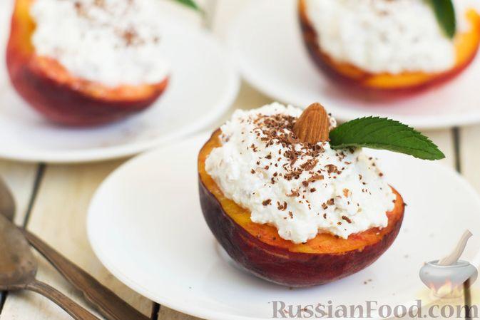 Персики с творожной-йогуртовой начинкой и миндалём