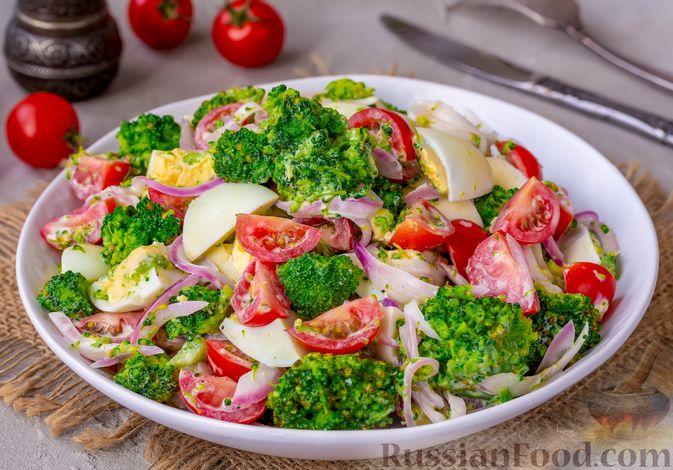 Салат с брокколи, помидорами, яйцами и луком