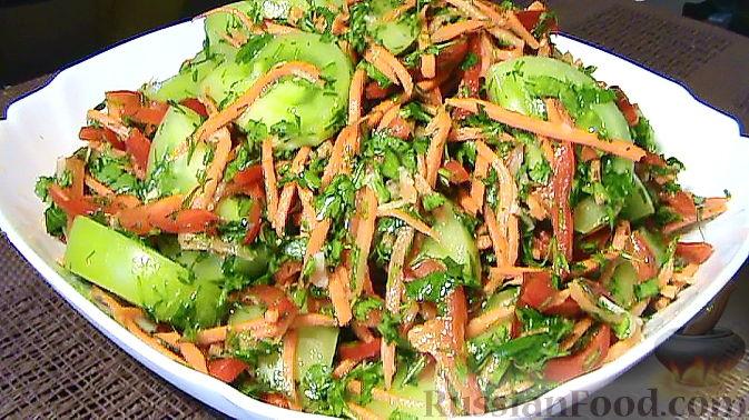 Салат по-корейски с зелёными помидорами и морковью