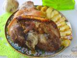 Запеченная свиная рулька, с жареными яблоками