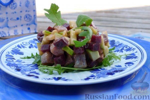 Салат по-староголландски из сельди с яблоками