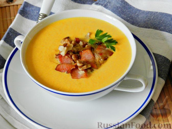 Суп-пюре из тыквы, с беконом и орехами