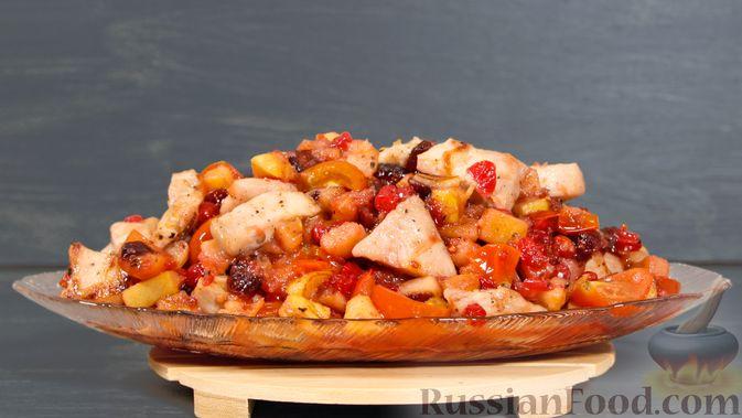 Айвовая курица с медово-ягодным соусом